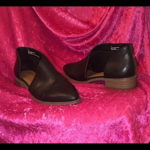 Black cut out booties size 7.5